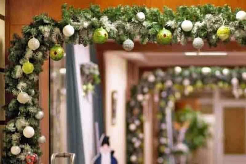 Оформление корпоративного Нового года, украшение новогоднего зала, комнаты или стола в Москве и области. Студия Акцент-Декор!
